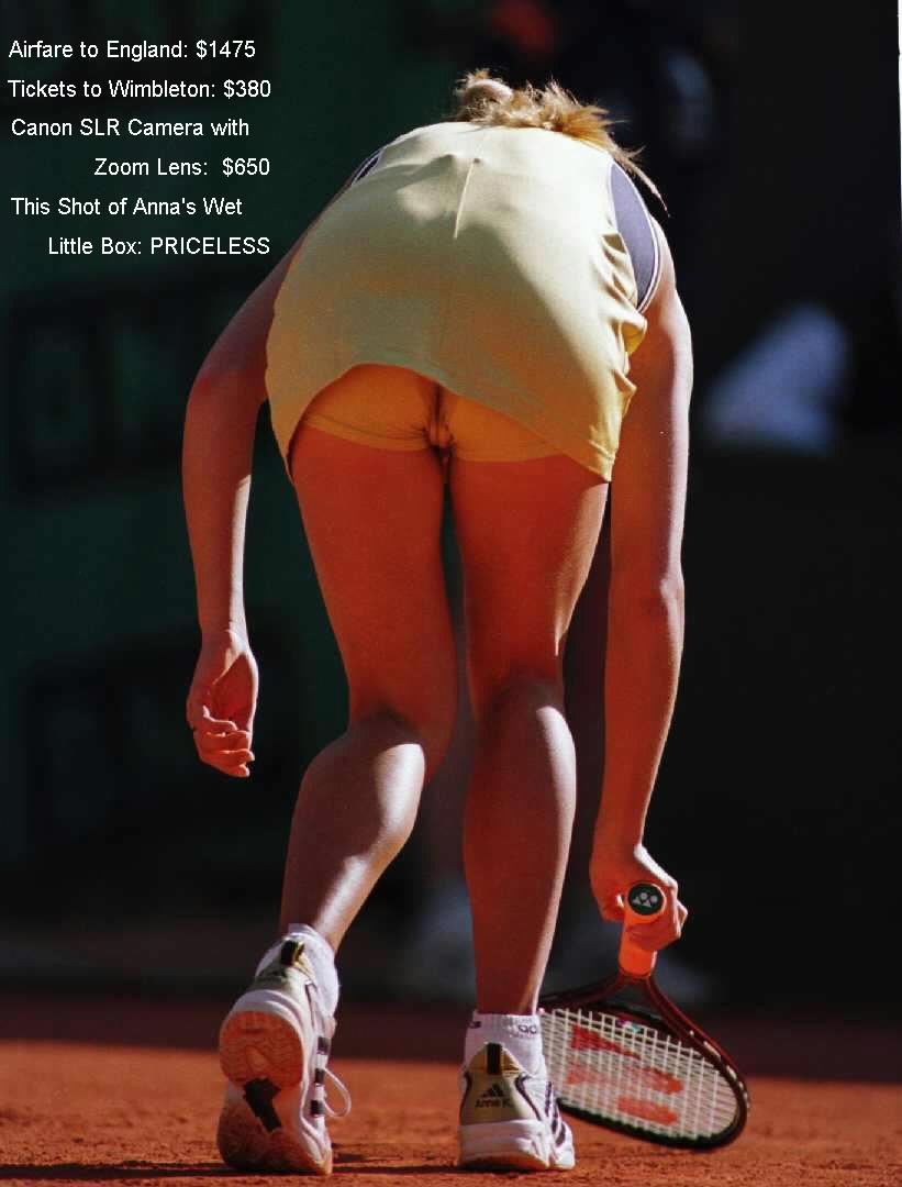Anna Kournikova showing her wet little box below her tennis skirt
